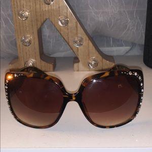 Big squared tortoise sunglasses with rhinestones